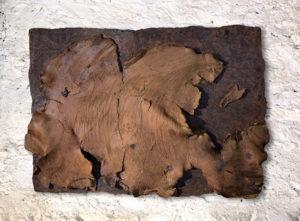 Luccioli isola2, terracotta a riduzione e smalto, 2014, cm 100x70