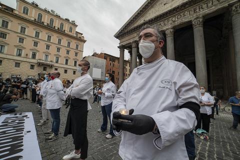 Roma - Protesta horeca, il Pantheon invaso da ristoratori con ...